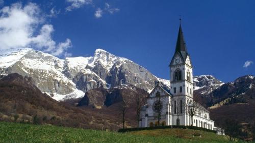 山の教会01